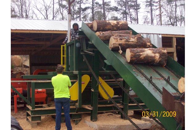 Hutto Log Unscrambler Conveyors Decks Log Lumber
