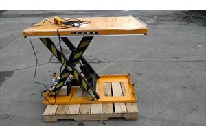 Unknown 2000 lb Scissor Lift Table  Misc