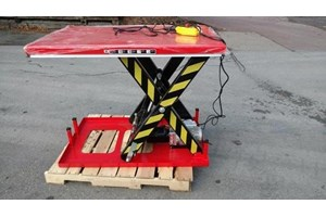 Unknown 4000LB lift table  Misc
